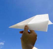 img_paperairplane.jpg